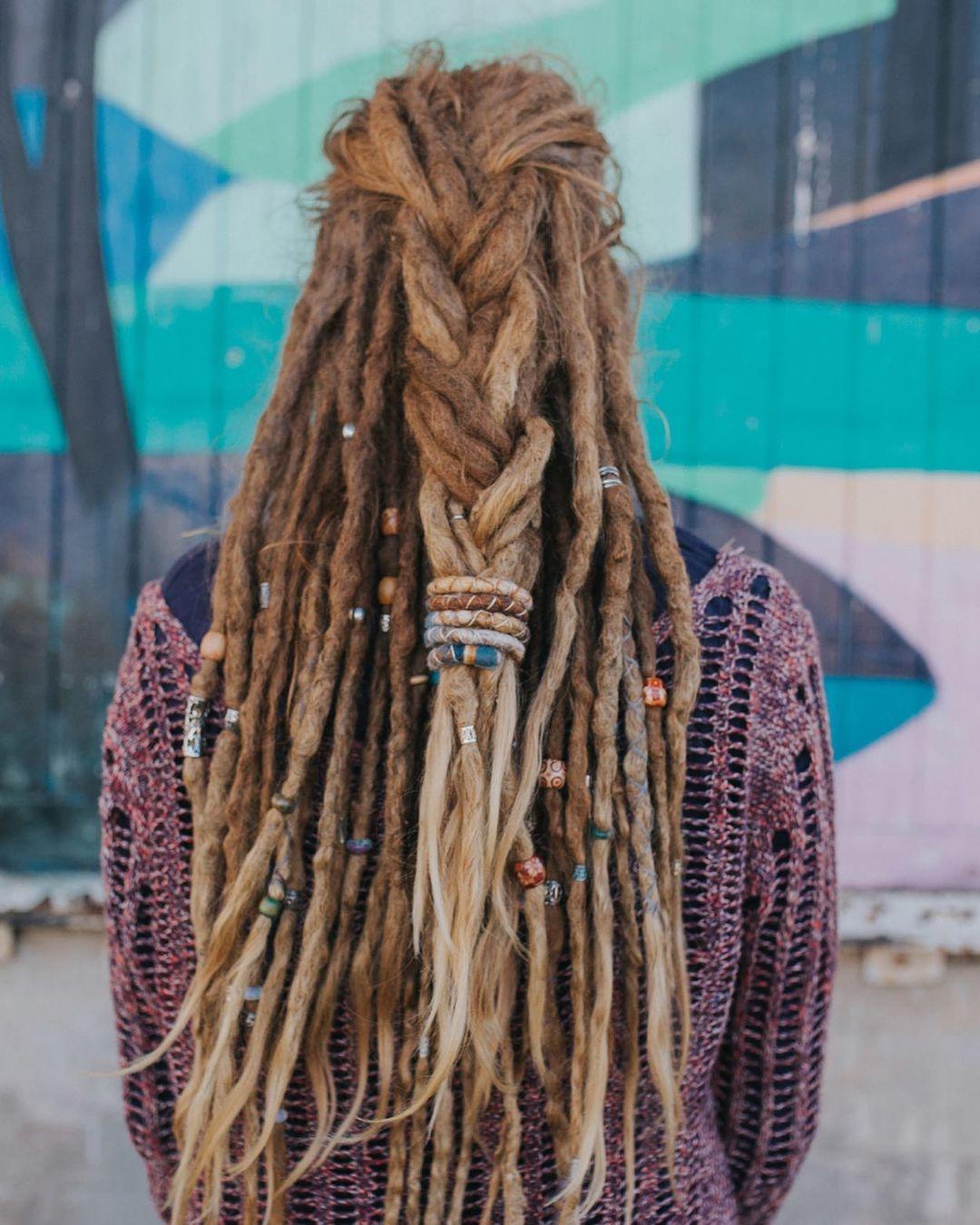 Letní pole #spiralocks #dreads #dreadlocks #dreadlockstyle #dreadbeads #drea…