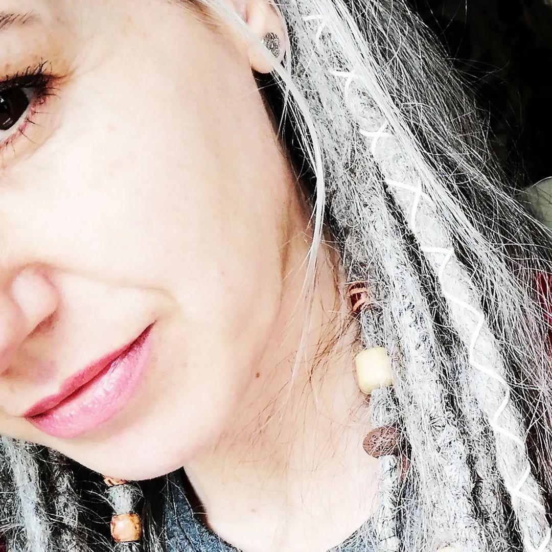 #grauehaare #gråhår #salzundpfeffer #saltandpeber #greyisbeautiful #naturligt hår ...